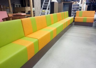 Lange bank, groen oranje
