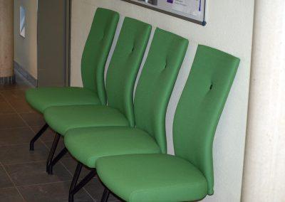 Groene wachtkamerstoeltjes